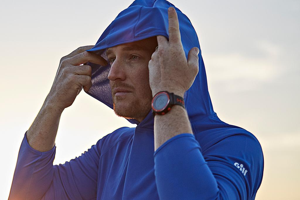 紫外線や防風などから体を保護するアイテムがこの『UV テック フーディー』!