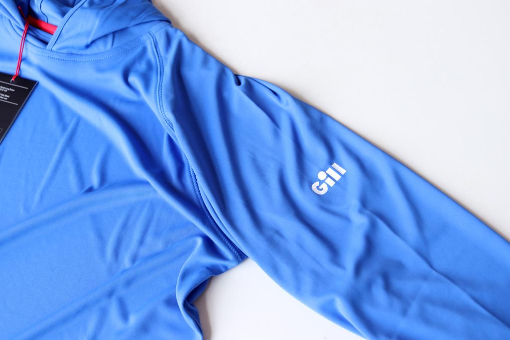 左腕と裾のところに「Gill」ロゴ。