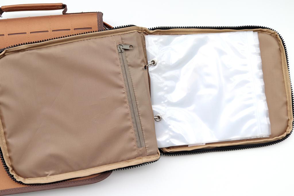 「プラノ / Plano」のバインダー タイプのタックル バッグ、『ガイド シリーズ ブレード バッグ / Guide Series Blade Bag』と『ガイド シリーズ ワーム バッグ / Guide Series Worm Wrap』