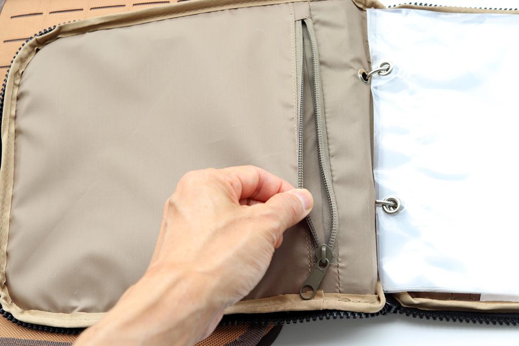 どちらのバッグにも、バッグ内部には2つのファスナー式「内ポケット」付き、スカートやフック、ブレードなどの小物の収納に便利です。