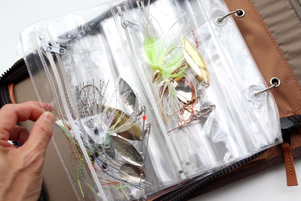 ブレード バッグの方も「8枚」のジッパー袋が付属、スピナーベイトやバズベイト、あとチャターベイトなどのシステマティックな収納に便利です!