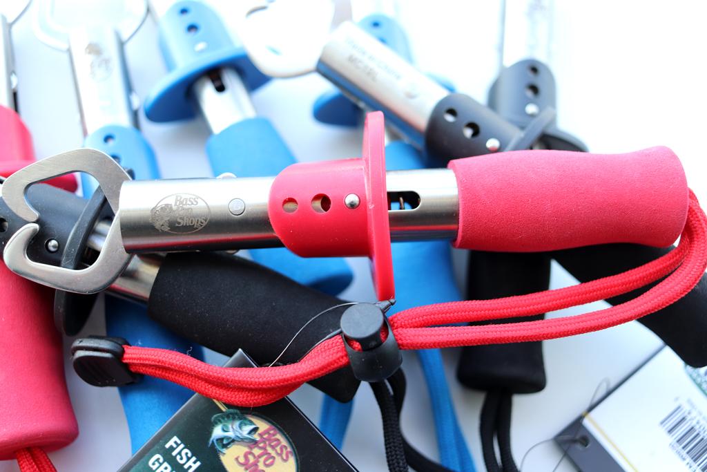 ステンレス製で錆びにくく丈夫、ハンドル部は滑りにくい素材を採用。