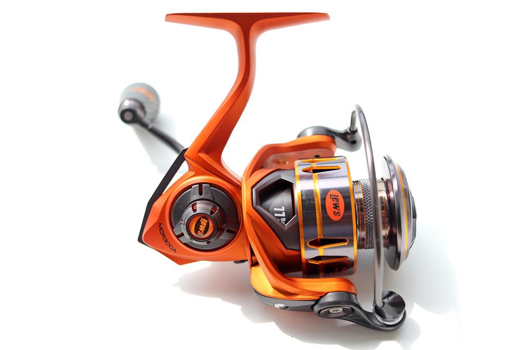 オレンジのボディが美しいLew'sのスピニング リール・・・、軽量かつ強固なアルミニュウム フレーム & サイドプレート採用。